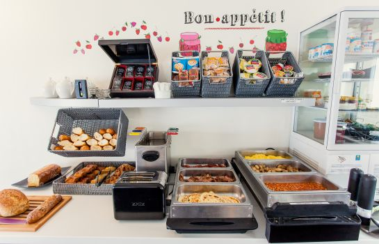 Breakfast buffet Comfort Hotel De L'Europe Saint Nazaire