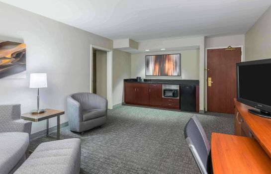 Suite Courtyard Knoxville Cedar Bluff