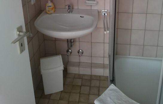 Badezimmer Zur Rose Hotelpension