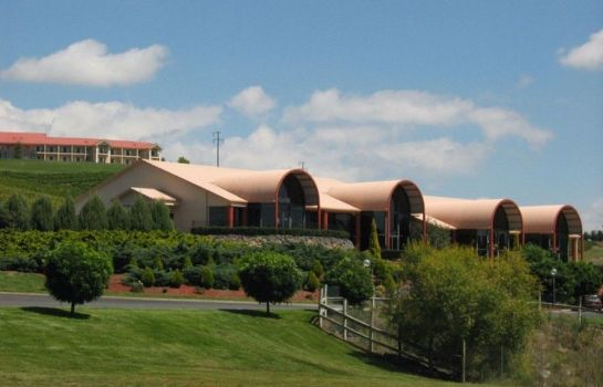 Exterior view Turners Vineyard Motel and Function Centre