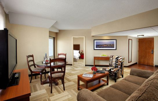 Suite Four Points by Sheraton Kingston