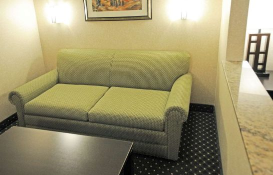 Zimmer Comfort Inn & Suites North