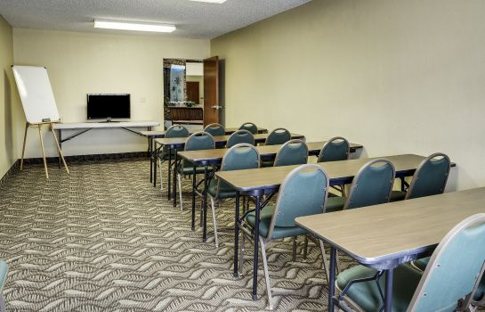 Conference room Quality Suites Baton Rouge