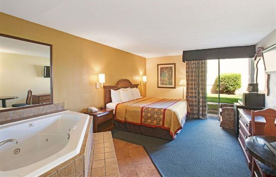 Suite DAYS INN CHARLOTTE-WOODLAWN NE