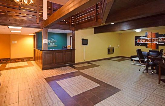 Hotelhalle Quality Inn near Mammoth Mountain Ski Resort