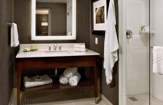 Zimmer DoubleTree by Hilton Hotel and Suites Charleston Airport