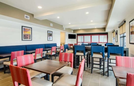Restaurant Comfort Suites Near Denver Downtown