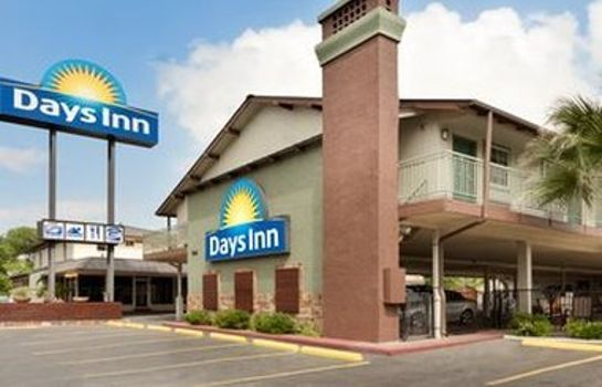 Exterior view DAYS INN AUSTIN UNIVERSITY DWT