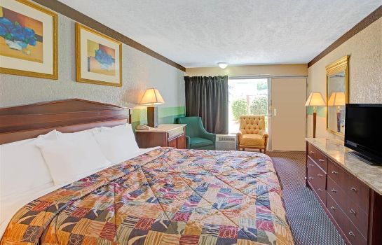 Zimmer DAYS INN CHARLOTTE NORTH-SPEED