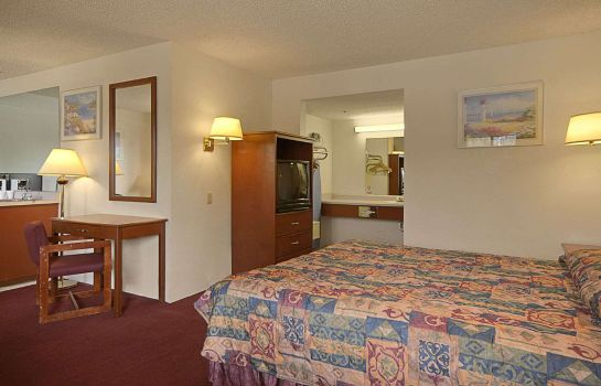 Suite DAYS INN BY WYNDHAM FRESNO SOU
