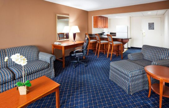 Suite Holiday Inn CHARLOTTE-AIRPORT CONF CTR