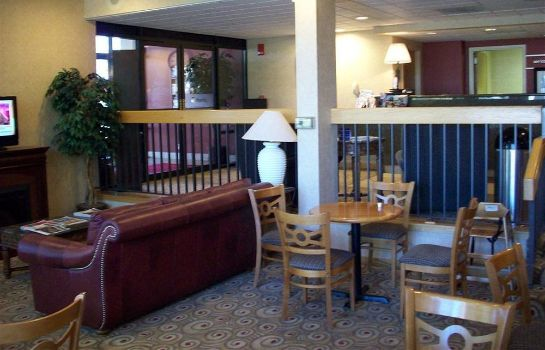 Lobby Bend Inn & Suites