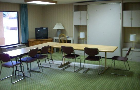 Conference room Bend Inn & Suites