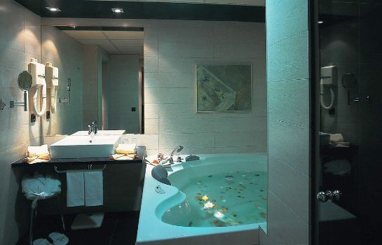 Bathroom Hotel Roc Blanc