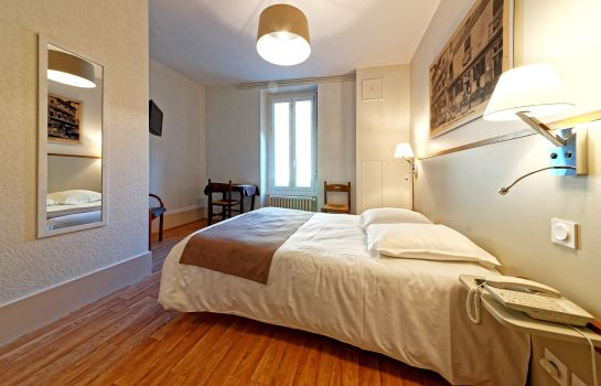 Double room (standard) Commerce et Touring Logis
