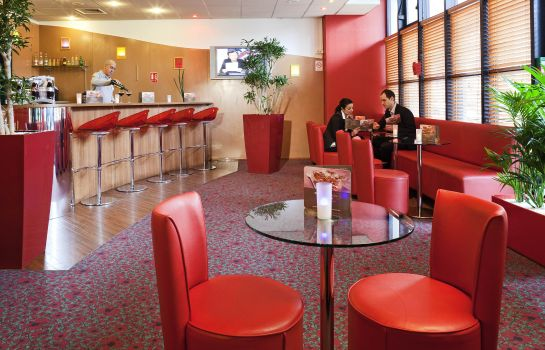 Bar del hotel ibis Paris Pantin Église