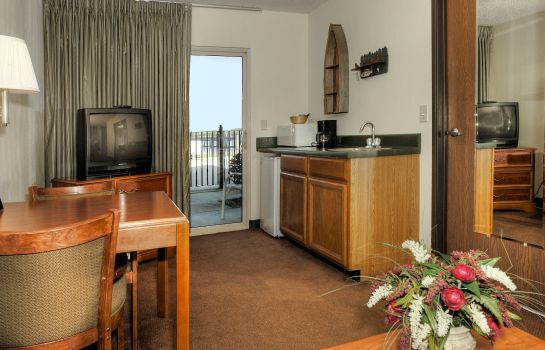 Suite MAGNUSON HOTEL ON THE LAKE-CLARKSVILLE
