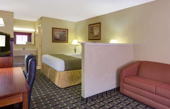 Suite BAYMONT LAKE CITY