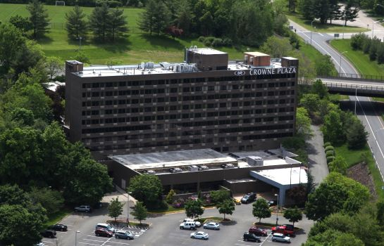 Exterior view Crowne Plaza DANBURY