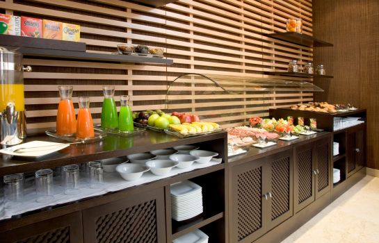 Breakfast buffet NH Madrid Sur