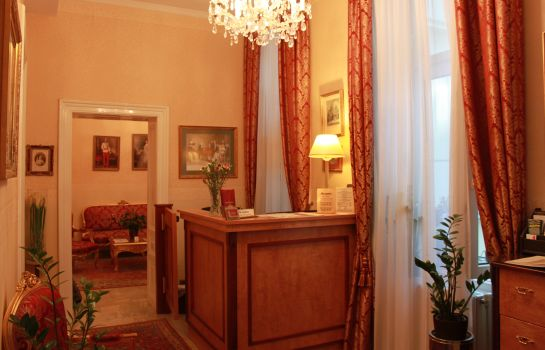 Hotelhalle Opera Suites Pension