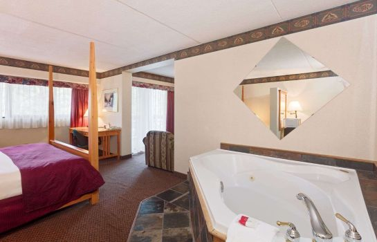 Suite Ramada Pinewood Park Resort North Bay
