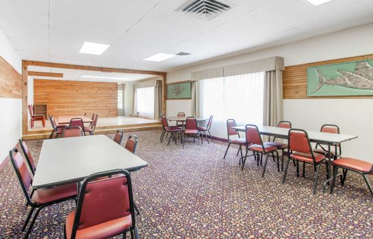 Conference room Clarion Inn Surfrider Resort