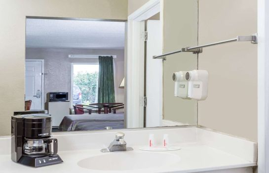 Kamers SUPER 8 PT WENTWORTH SAVANNAH
