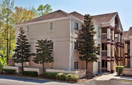Exterior view Quality Suites Buckhead Village