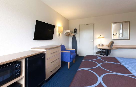 Suite Days Inn Monmouth Junction Princeton