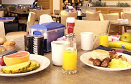 Sala colazione OCEANFRONT INN AND SUITES