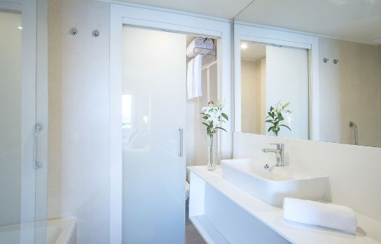 Bathroom Hotel El Puerto by Pierre & Vacances