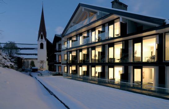 Exterior view Alpenhotel ...fall in Love