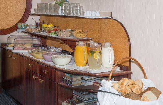 Breakfast buffet Pension Neuer Markt