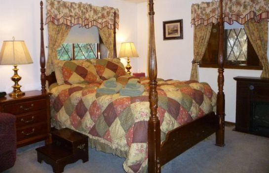 Room 7 Gables Inn and Suites