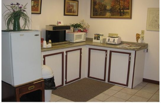 Restaurant RED CARPET INN AND SUITES-PLYMOUTH