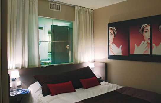 Double room (standard) Standing Hotel Suites by Actisource