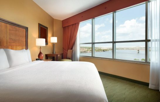 Suite Embassy Suites by Hilton E Peoria Riverfront Conf Center