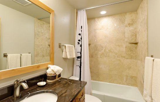 Bagno in camera The Crestwood Condominiums