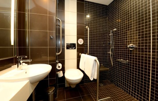 Bathroom Crowne Plaza JOHANNESBURG - THE ROSEBANK