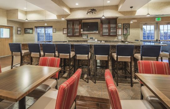 Hotel-Bar Comfort Suites Anchorage International Airport