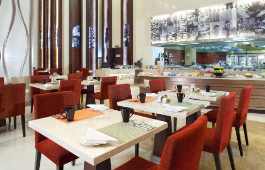 Restaurant Holiday Inn MUMBAI INTERNATIONAL AIRPORT