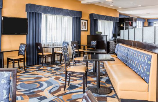 Restaurant Comfort Suites Pell City
