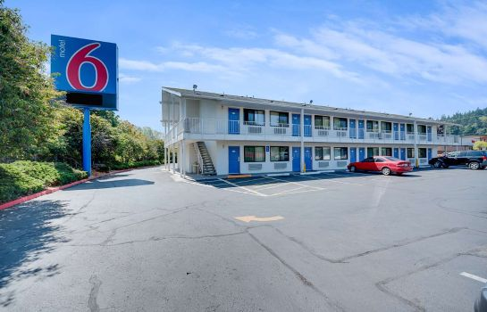 Exterior view MOTEL 6 BELLINGHAM