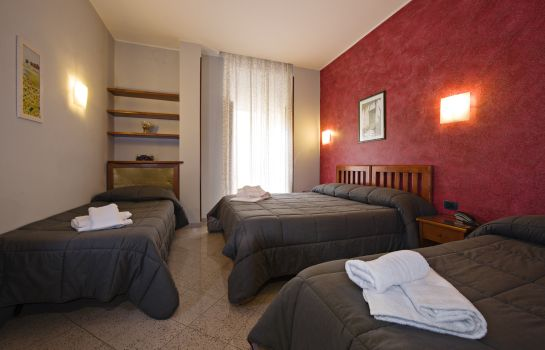 Four-bed room Hotel Ercoli