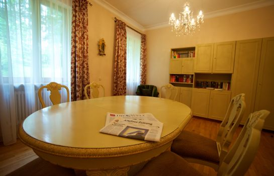 Reading room Villa Toscana
