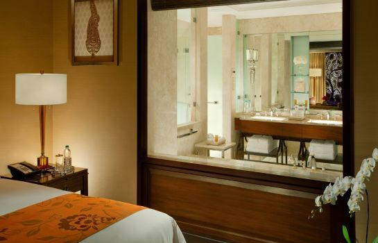 Bathroom The Leela Palace Chennai