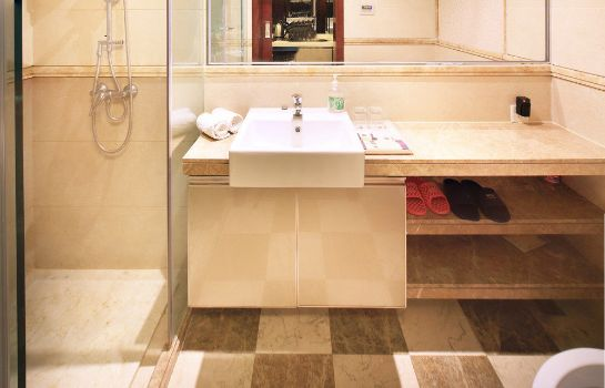 Bathroom Xingyi International Service Apartment