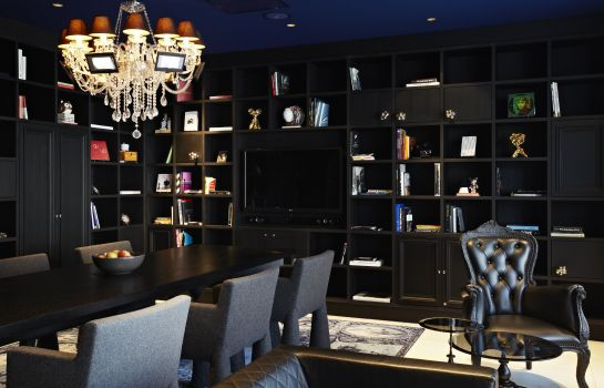 Reading room Andaz Amsterdam a Hyatt hotel