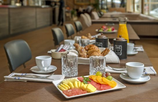 Breakfast buffet NH Collection Madrid Suecia